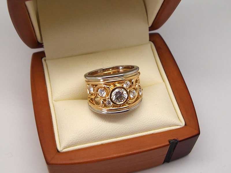 Beautiful filigree two colour metal diamond ring