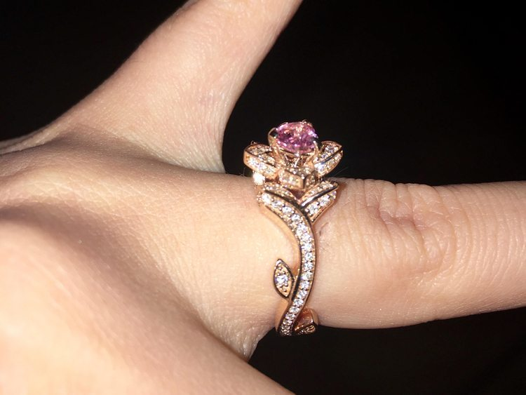 Stunning+diamond+and+pink+heart+engagement+ring