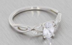 Organic Oval diamond crossover engagement ring - Portfolio