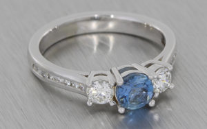 18k White Gold trilogy ring set with aquamarine and white diamonds